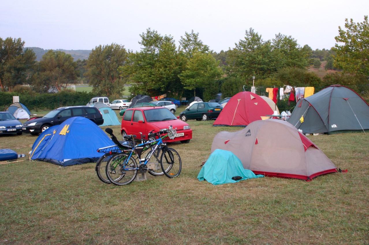 Nocleg pod namiotem – przydatne wskazówki